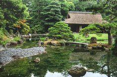 A japánkertek sokak számára ámulatba ejtőek, ahogy kicsiben ábrázolják gyakran az egész világot. A Japán Alapítvány Budapesti Irodájának jóvoltából június 10-én egy híres japán kertépítőtől, Ogawa Kacuakitól első kézből ismerkedhettünk meg jobban a japánkertek építésével. A nagyon tartalmas előadásból készített blogsorozatunk 2. részét olvashatjátok ezúttal.