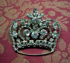 vintage crown brooch for the princess within Rhinestone Jewelry, Vintage Rhinestone, Silver Jewelry, Antique Brooches, Antique Jewelry, Vintage Jewelry, Vintage Outfits, Vintage Fashion, Queen