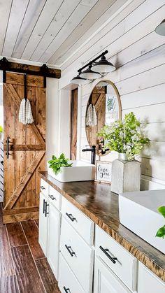Country Farmhouse Decor, Farmhouse Chic, Farmhouse Style Bathrooms, Industrial Farmhouse Kitchen, Farmhouse Bathroom Sink, Modern Country Kitchens, Reclaimed Wood Kitchen, Country Modern Home, Farmhouse Kitchen Lighting