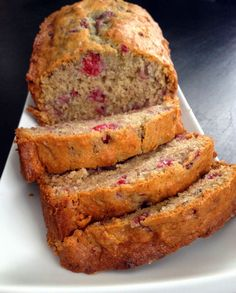 Ah ce pain!!! Tout le monde est tombé en amour. Il est doré et croustillant à l'extérieur mais hyper tendre à l'intérieur. En plus d'être c... Desserts With Biscuits, Mini Desserts, Dessert Recipes, Ricardo Recipe, Cranberry Bread, Healthy Muffin Recipes, Cooking Bread, Oatmeal Cake, Biscuit Cake