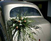 Coche de época decorado con flores para bodas. www.floresdelduero.com