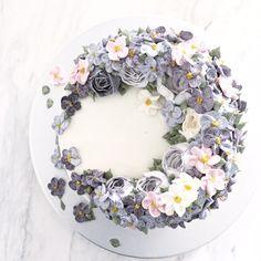 Beautiful buttercream flowers idea | Project by Febspantry http://www.bridestory.com/febspantry/projects/febspantry