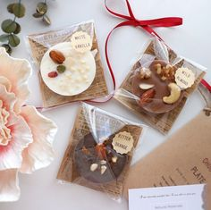 Free wrapping ★ Gifts from here first ♪ Homemade Chocolate Bars, Artisan Chocolate, Chocolate Bark, Chocolate Gifts, Chocolate Truffles, Baking Packaging, Dessert Packaging, Homemade Christmas Gifts, Homemade Gifts