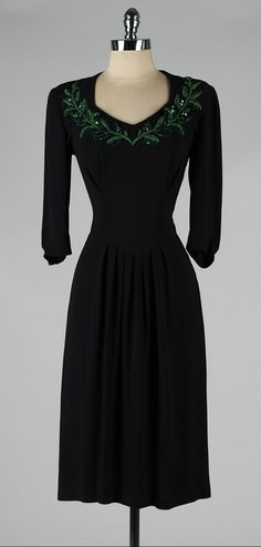 vintage 1940s dress . black rayon crepe . by millstreetvintage