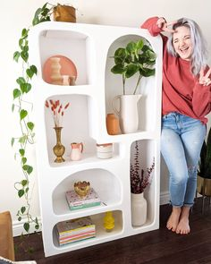 I tackle a DIY version of the famous @urbanoutfitters Isobel Bookshelf <3