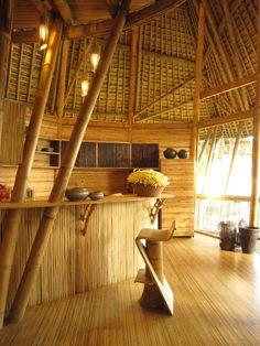 Complejo Green Village, en Bali. Increíbles construcciones, 99% bambú, realizadas bajo la dirección de la arq. ecuatoriana Macarena Chiriboga. Filipino Architecture, Bamboo Architecture, Tropical Architecture, Architecture Design, Bamboo Roof, Bamboo Bar, Sideboard Furniture, Bamboo Furniture, Bamboo House Design