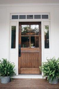 Ahşap kapılar en çok bahçeli evlere yakışacak...