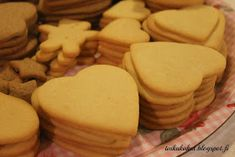 Tarun Taikakakut: Vaaleat piparkakut / Nalle halaa mantelia Gingerbread, Cheese, Cookies, Desserts, Food, Healthy, Crack Crackers, Tailgate Desserts, Deserts