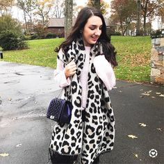 Happy Monday! ✨I'm so excited to say leopard print is still here for fall and there are so many affordable great options...
