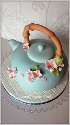 I am in love with this teapot style cake? Teapot cake for tea party with granddaughters. Gorgeous Cakes, Pretty Cakes, Cute Cakes, Amazing Cakes, Fondant Figures, Fondant Cakes, Cupcake Cakes, Fondant Icing, Crazy Cakes