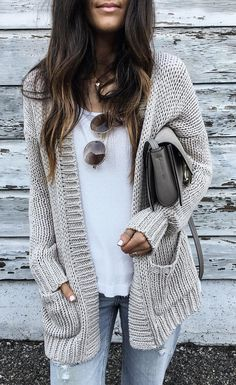 43 Totally Inspiring Womens Cardigan Outfits Ideas For This Spring Knit Cardigan Outfit, Cardigan Gris, Cardigan Fashion, Batwing Cardigan, Drape Cardigan, Cardigan Sweaters, Crochet Cardigan, Big Sweater Outfit, Pullover Outfits