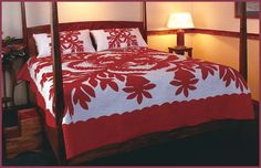 This regal design is exquisite! Flowing to the corners of the bed this Quilt shows very well. Some of our most popular items are our Hand Quilted, custom, Hawaiian Quilt Patterns, Hawaiian Pattern, Hawaiian Quilts, Hawaiian Art, Hawaiian Leis, Hawaiian Bedroom, Hawaiian Crafts, Hawaiian Designs, Two Color Quilts