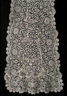 Handmade Brussels Duchesse lace wedding train, c.1900-1920