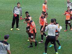 """Fred revê amigos, mas avisa: """"Vou fazer de tudo para marcar meus gols"""" #globoesporte"""