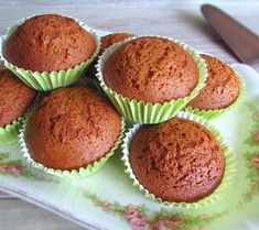 These delicious muffins blend the sweet taste of honey with cinnamon. They are easy to prepare, have excellent presentation and are very tasty. Cinnamon Muffins, Lemon Muffins, Food Cakes, Cupcakes, Cake Cookies, Muffin Recipes, Cake Recipes, Crepes, Biscuit Bread