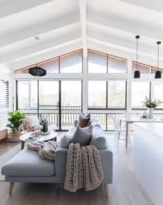 Minimalist living room is enormously important for your home. Because in the living room all the endeavors will starts in your pretty home. locatethe elegance and crisp straight Pictures Of Minimalist Living Rooms. Home Living Room, Living Room Designs, Living Room Decor, Living Spaces, Open Space Living, Small Living, Living Area, Home Design, Home Interior Design