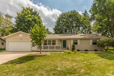 705 Country Aire Ct  Waunakee , WI  53597  - $289,900  #WaunakeeWI #WaunakeeWIRealEstate Click for more pics