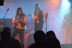 Goblins Gift ist eine Celtic Rock Band, die sich der Bearbeitung traditioneller irischer und schottischer Volkslieder verschrieben hat. Das Liveprogramm der Band umfaßt sowohl irische, als auch schottische Traditionals. Da die Band nicht nur aus großartigen Instrumentalisten, sondern auch aus fünf Songwritern besteht, werden von Zeit zu Zeit auch eigene Songs in das Repertoir aufgenommen. Rock Bands, Folk Rock, Goblin, Live, Show, Concert, News, Concerts