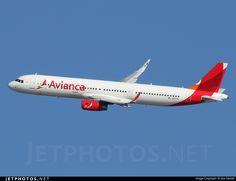 Photo of N697AV Airbus A321-231 by Joe Osciak