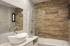 Bathroom designed by Lilach Ben Itzhak Modern Bathroom Design, Bathroom Interior Design, Interior Design Living Room, Coastal Powder Room, Small Shower Room, Tuile, Attic Bathroom, Beautiful Bathrooms, House Design