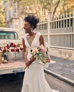 Jenny by Jenny Yoo Haven Gown Bridal Outfits, Bridal Gowns, Wedding Gowns, Hair Wedding, How To Dress For A Wedding, Classic Wedding Dress, Afro, Alternative Bride, Black Bride