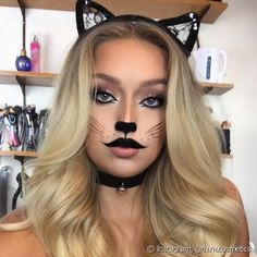 Maquiagem de carnaval de cada signo: descubra qual é a sua fantasia de acordo com o horóscopo! Cat Halloween Makeup, Halloween Costumes For 3, Cat Makeup, Cute Halloween, Halloween Recipe, Women Halloween, Disney Costumes, Halloween Projects, Halloween Halloween