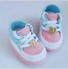 Crochet Child Booties Crochet Baby Booties Supply : Crochet Baby Moccasins by debozark Crochet Baby Boots, Crochet Sandals, Booties Crochet, Baby Girl Crochet, Crochet Baby Clothes, Crochet For Kids, Baby Booties, Crochet Headbands, Free Crochet