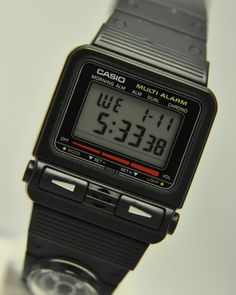 Factors to consider when purchasing a Casio watch. Aspects to consider when buying a Casio watch. There comes a time when people get tired of being late. Retro Watches, Vintage Watches, Cool Watches, Watches For Men, Wrist Watches, Casio Vintage Watch, Casio Watch, Watch Ad, Game & Watch