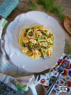 Kolizje smaków: Makaron z kurczakiem i szparagami Spaghetti, Eat, Ethnic Recipes, Food, Meal, Essen, Hoods, Meals, Eten
