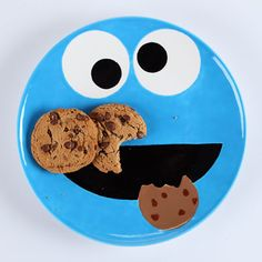 Create a plate that's as cute as your little cookie monster! No matter what you're serving up, with a dish this adorable, mealtime will always be fun.