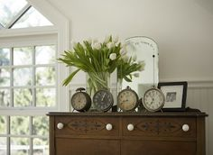 Cute display of antique clocks on chest....Eye For Design: Decorating With Vintage Clocks