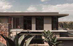 Galeria de Casa Cook Chania Hotel / K-Studio + Lambs & Lions - 7 Interior Design Studio, Interior Styling, Interior Decorating, Light Architecture, Interior Architecture, Resorts, Casa Cook Hotel, Smooth Concrete, Greece Hotels