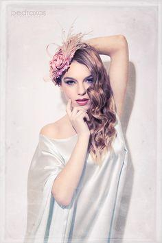TOCADO LAUTREC PINK Tocado en base de 14 cm de diámetro, forrada con lentejuelas mate en rosa palo, fleco de avestruz, crim y flores de seda salvaje en rosa palo. MODELO: Vanesa Scott FOTOGRAFÍA: Antonio Pedraxas MAQUILLAJE: Miriam Zapata PELUQUERÍA: Vanessa Gracia DISEÑO DE TOCADOS: Lorbichi & Don Gominola ESTILISMO: Paloma Boutique  #tocado #sombrero #lorbichi #headpiece #hat #wedding #fascinator #rosa #lentejuelas #millinery #pink #pale