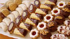 Po celý adventní čas bývá pořad Kuchařské čarování zaplněn nejrůznějšími tipy na vánoční cukroví. Kulinář Petr Stupka má několik osvědčených rodinných receptů, na které nedá dopustit a o které se dělí i s posluchači. Czech Recipes, Tea Recipes, Sweet Recipes, Cookie Recipes, Dessert Recipes, Christmas Sweets, Christmas Baking, Nazook Recipe, Eid Sweets