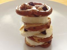 Snack Pretzel Stack is quick, easy, and delicious! #skinnyms #cleaneating #snacks