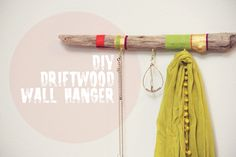 DIY Painted Driftwood Wall Hanger (without ugly colors. Painted Driftwood, Driftwood Art, Do It Yourself Inspiration, Creation Deco, Idee Diy, Wall Hanger, Coat Hanger, Diy Hangers, Coat Racks
