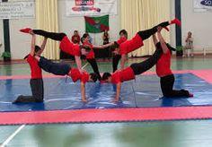 Resultat d'imatges de figuras acrosport 7 personas Cheer, Basketball Court, Gym, Sports, Google, Fashion, Flexibility, Dancing, People