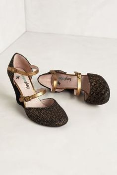 Perfect Saints shoes? Black and gold speckled wedges from Farylrobin. Who dat!