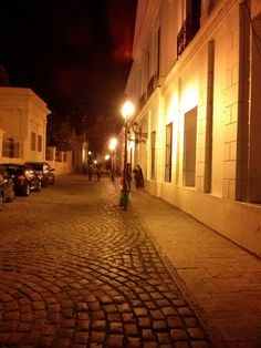 Paseo, entre Catedral y Cabildo