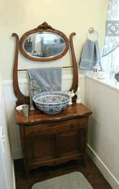 Primitive bathrooms 599963981592468584 - Bathroom vanity antique powder rooms 43 Ideas Bathroom vanity antique powder rooms 43 Ideas Source by Rustic Furniture, Antique Furniture, Antique Dressers, Furniture Vanity, Wc Retro, Antique Wash Stand, Dry Sink, Primitive Bathrooms, Country Bathrooms