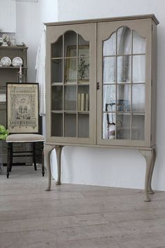 Curio Cabinets, Kitchen Layouts, Cottage Farmhouse, Adele, China Cabinet, Home And Living, Living Area, Interior Decorating, Antiques