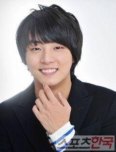 Yoon Si Yoon Black Medium Bangs Straight