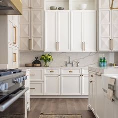 Two-Toned Cabinets: A New Trend That Will Redefine Your Kitchen kitchen decor ideas, two toned kitchen cabinets, kitchen trends, Two Tone Cabinets, White Kitchen Cabinets, Kitchen Cabinet Design, Interior Design Kitchen, Kitchen Decor, Kitchen Ideas, Upper Cabinets, Diy Cabinets, Kitchen Cabinets To Ceiling