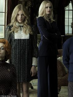 Chloe Grace Moretz (Carolyn) & Eva Green (Angelique Bouchard) in Dark Shadows.