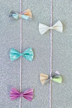 If you have a celebration coming up, you know you don't want to waste too much time making bows to use as whimsical decorations. What makes this Duct Tape Bows Garland so perfect is that it takes very little time and skill to create. Duct Tape Projects, Duck Tape Crafts, Diy Projects, Project Ideas, Craft Ideas, Duct Tape Bows, Duct Tape Flowers, Paper Flower Tutorial, Bow Tutorial