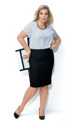 Aliada à saia-lápis, a blusa com estampa de poá forma uma dupla incrível para trabalhar | Foto: Estúdio Escala