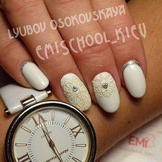 Изысканый белый маникюр для нашего администратора Аллы. #Emi #EmiManicure #EmiMania #emimaster #EmiDesign #emiroshnichenko #emischool #emischool_kiev #emikiev #EMPASTA  #gelpaint #nailcrust #ажурноесеребро  #handpainting #ruffian #nailart #naildesign #nails2inspire #kyiv