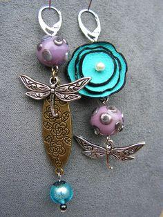 boucles d'oreilles libellule asymétriques , fleur cuir turquoise, perles artisanale : Boucles d'oreille par lilicat