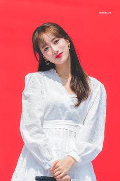 "sᴍɪʟᴇʜᴇᴀʀᴛ on Twitter: ""190501  #APRIL #에이프릴 #Naeun #이나은 @APRIL_DSPmedia… "" South Korean Girls, Korean Girl Groups, Kdrama Actors, Aesthetic Girl, Korean Singer, Kpop Girls, Bell Sleeve Top, Ruffle Blouse, Wattpad"