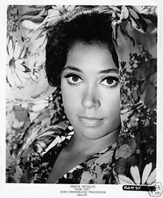 Denise Nicholas <--- the doppelgänger of the mother of the founder of Graffiti Mimosa.
